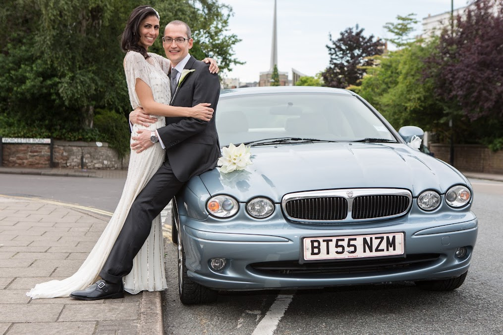 wedding-couple-and-car