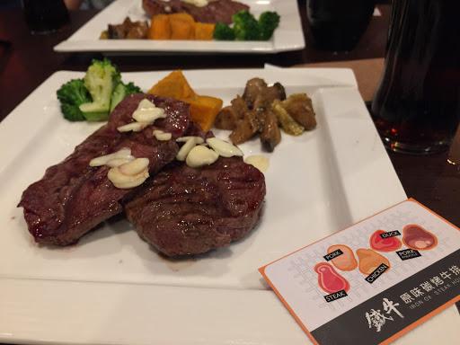 今天品嚐招牌「經典板腱牛小排」,肉質鮮嫩好吃😋