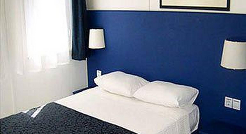 Blue & White Hotel