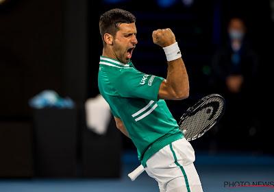 Novak Djokovic blijft mentaal overeind in fysiek gevecht met Zverev en zit weer in halve finales Australian Open