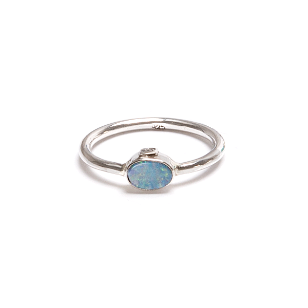 Opal i tunn silverring