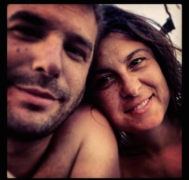 Emilio Utrabo Cárdenas y su pareja, Ana, de vacaciones en Almería.