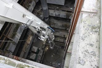 Photo: Jo, der er 31 meter ned til gulvet. Og støbearbejde er i gang dernede.