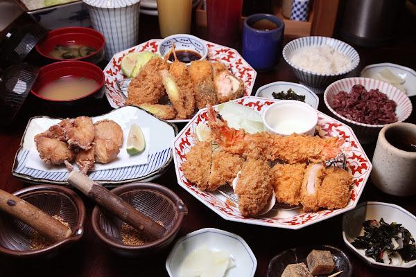 台南親子-銀座杏子豬排-台南西門店~繽紛海陸套餐,嚴選軟殻蝦與廣島牡蠣搭配人氣熟成炸豬排,美味多重享受