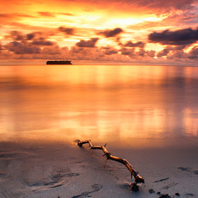 beauty dusk in the gandoriah beach by Fajar Vandra - Landscapes Sunsets & Sunrises
