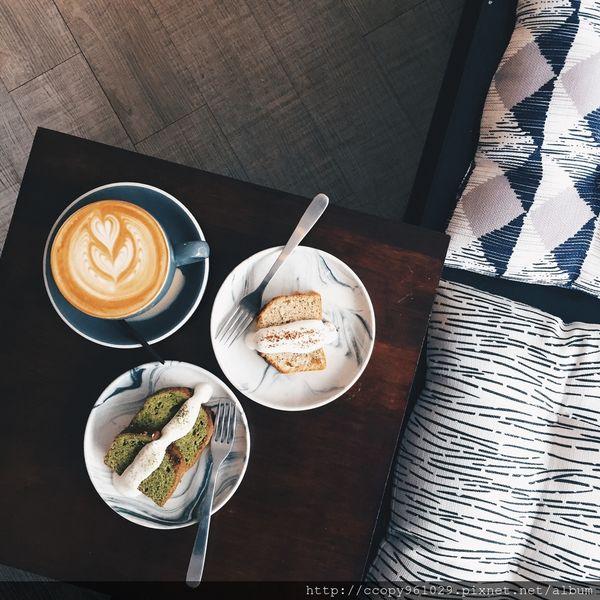 Lightbeam Coffee Roasters,極簡工業風咖啡廳,一中街附近交通超便利