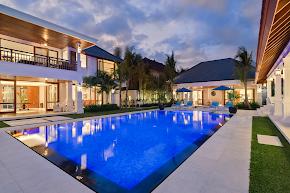 A Quiet Luxury Villa in Petitenget in bali