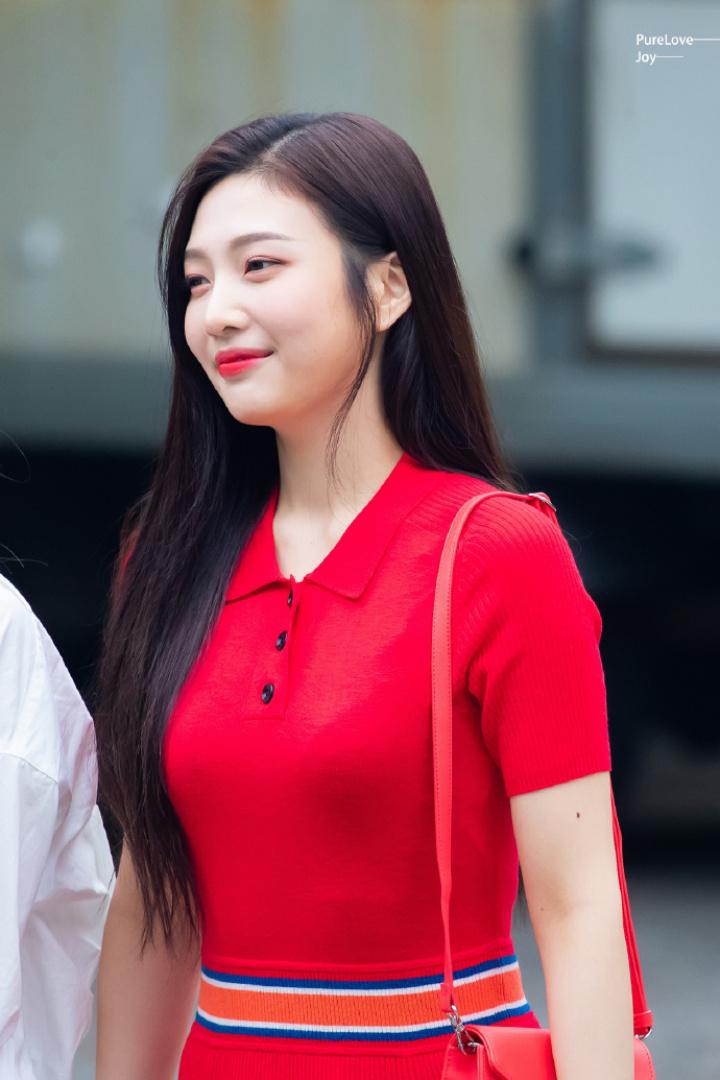 joy red dress2