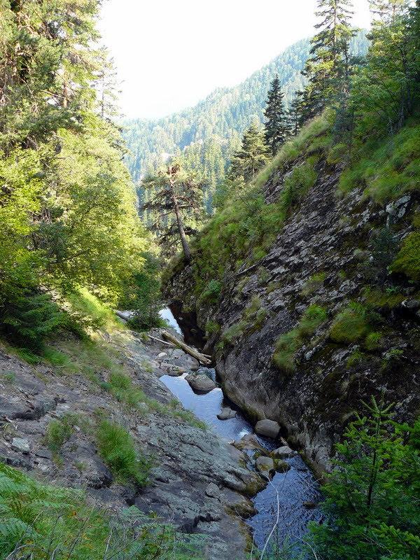 Каменен улей в Каньона на водопадите
