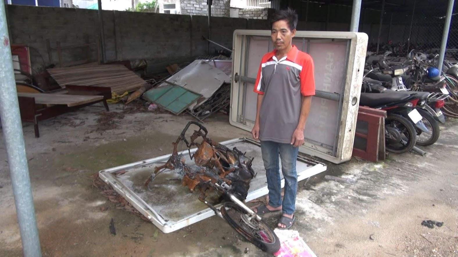 Đối tượng Thành và chiếc xe máy đã bị đốt cháy