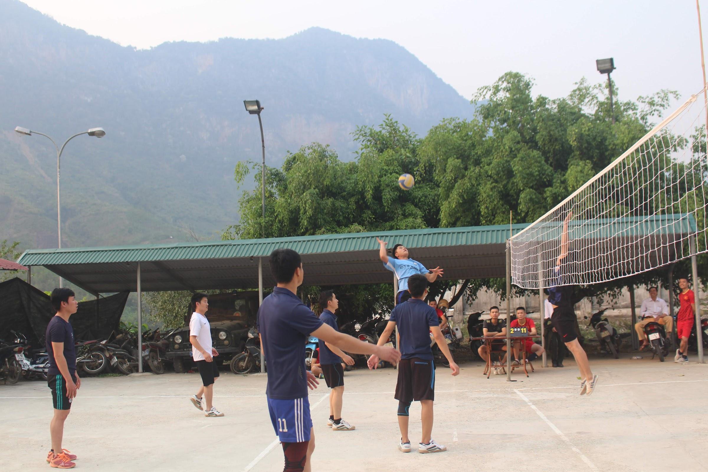 Tổ chức các giải bóng chuyền chào mừng thành lập Đoàn