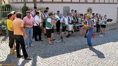 """Photo: Der Oberhaider """"Emil"""" dirigiert das Jugendblasorchester Oberhaid.  Ein Video dazu: http://stburl.net/oumtts"""