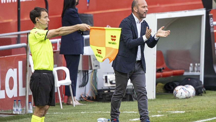 José Alberto López en el empate del Mirandés contra el Tenerife.