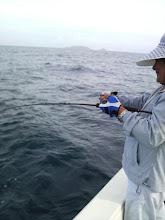 """Photo: 久しぶりの近海ジギング! 調査を兼ねて・・・ ミスタージギング""""田中さん""""にヒット! インチクですけど・・"""