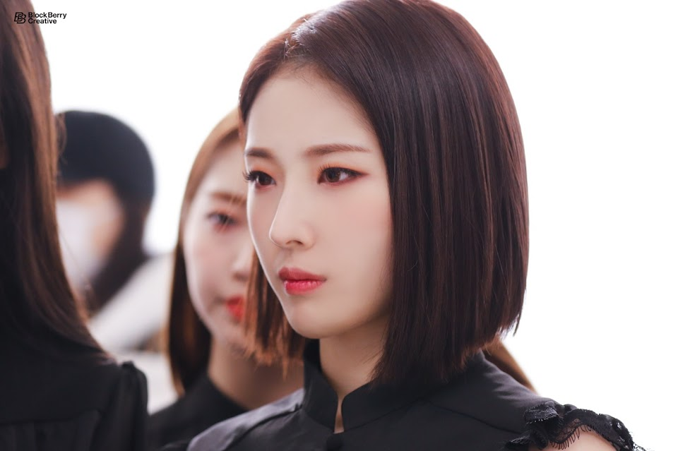 LOONA-Butterfly-MV-behind-Haseul-loo-CE-A0-CE-94-42659931-1500-999