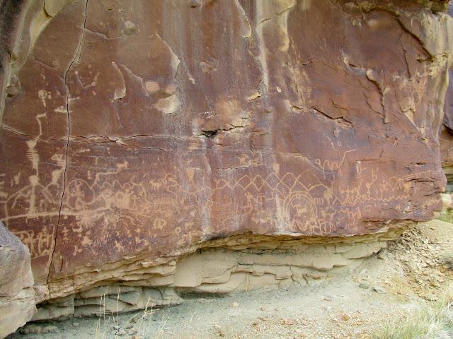 Very large petroglyph panel