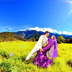 Their Love Through Mount Kinabalu by Mohd daniel ramadhan Abdullah - Wedding Bride & Groom