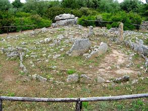 Photo: 018 Li Muri -nekropolin ympyrähautoja