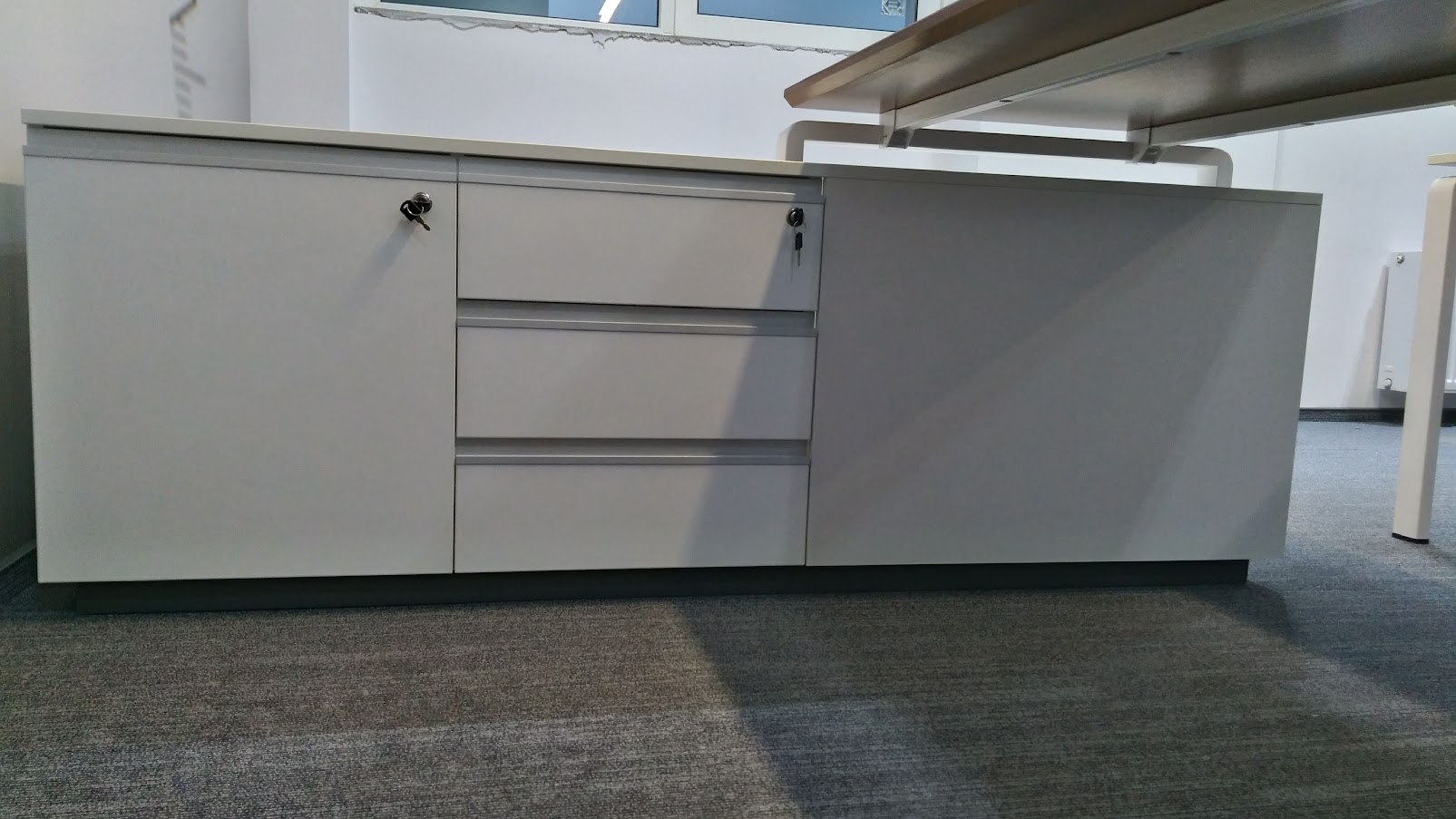 Тумба для стола руководителя - Модульная офисная мебель, Металлические каркасы столов, Мебельные опоры ✆ 0679245444