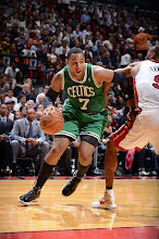 Photo: MIAMI, FL - OCTOBER 30:  Jared Sullinger #7 of the Boston Celtics drives to the basket against Rashard Lewis #9 of the Miami Heat on October 30, 2012 at American Airlines Arena in Miami, Florida. NOTE TO USER: User expressly acknowledges and agrees that, by downloading and/or using this Photograph, user is consenting to the terms and conditions of the Getty Images License Agreement. Mandatory Copyright Notice: Copyright 2012 NBAE (Photo by Garrett W. Ellwood/NBAE via Getty Images)