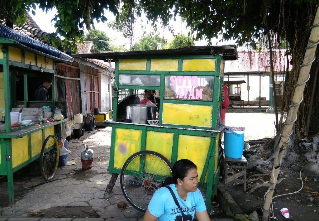 Gerobak Soto penjual Soto Ayam Kampung Altar