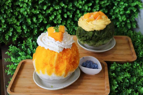 人氣日式刨冰冰屋芒果季尾聲再吃一波,芒芒山海抹茶芒果刨冰好美味,還有療癒的柴柴糰子! -