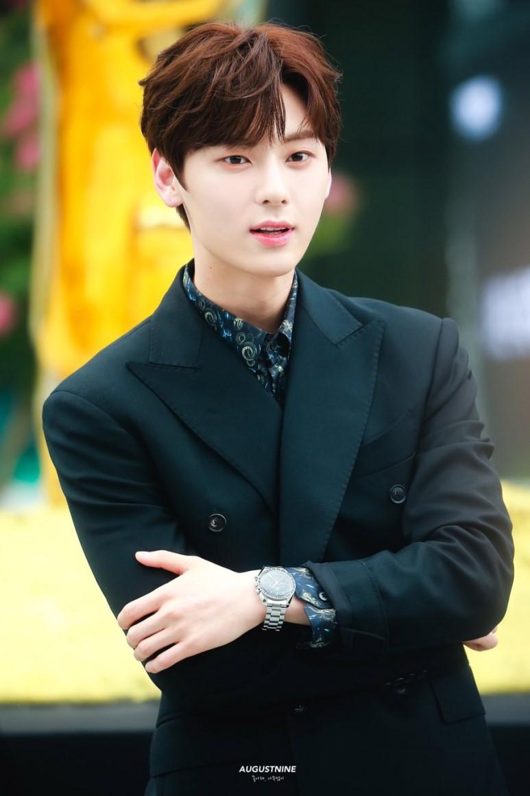 hwang minhyun suit 12
