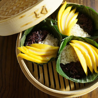 Thai Coconut Sticky Rice with Mango (Khao Neeo Mamuang)