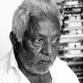 Angry Man by Saravanan Veeriah - People Street & Candids ( emotions, old man, pwcemotions, man )