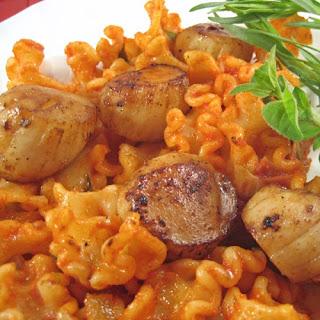 Grilled Scallops on Tomato Tarragon Pasta