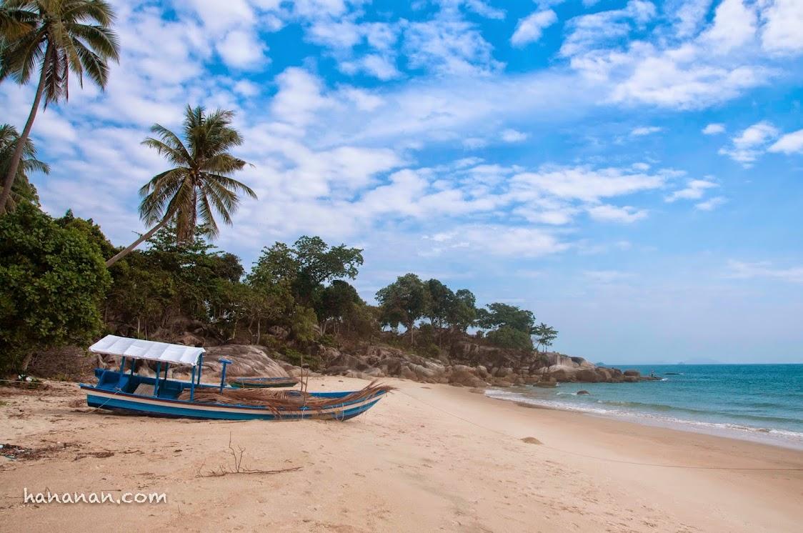 Pantai indah dan sepi. Bangka Belitung. Sungai liat. Bangka