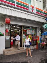 """Photo: Le """"seven-eleven"""", le magasin préféré de Guinou"""