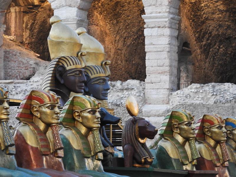 Aspettando l'Aida fuori l'arena di Verona di claudio_sposetti