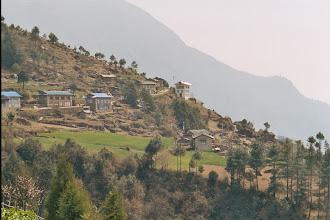 Photo: Noch zwei Bergrücken bis Lukla