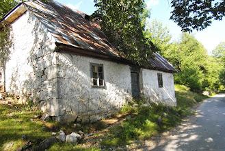 Photo: opuszczony, uroczy domeczek