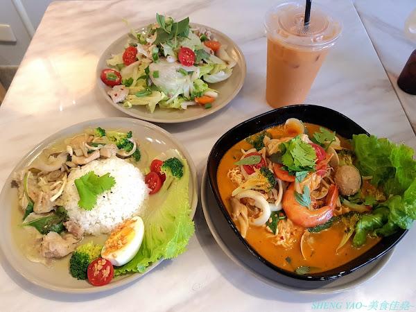 張波歺室 Pordi JH Lab - 名字很難讓人猜出賣啥麼東西的巷弄隱藏版泰國小吃店,兼具復古氣息和微叢林風的特色裝潢,泰式咖哩和泰式酸辣麵口味都好吃,百元出頭價位,C/P值相當不錯。