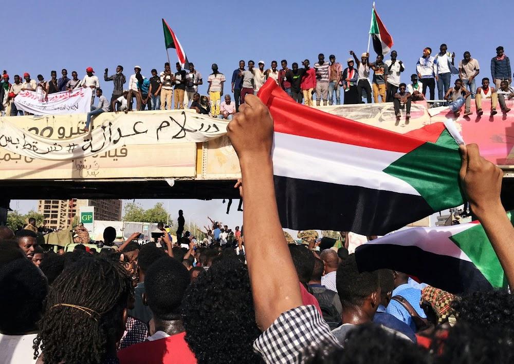 Die Afrika-unie hef die skorsing van Soedan op nadat die nuwe kabinet aangekondig is
