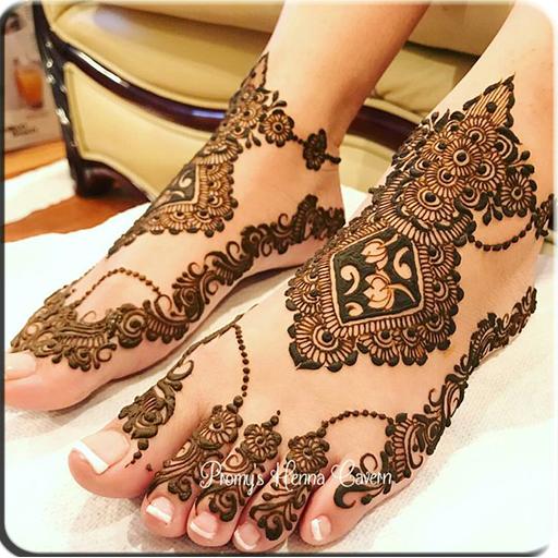 Art of Drawing Henna On Feet