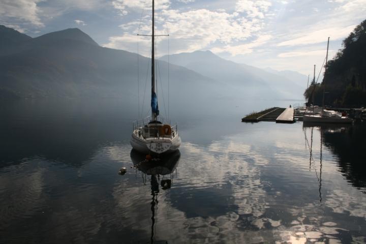 Riflessi sul lago fatato. di Petruzzo
