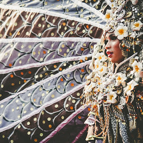 Queen in king by Nur Saputra - People Fashion ( fashion, carnaval, costume, flower )
