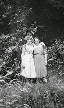 Photo: Marianne und Mutter am Hochholz