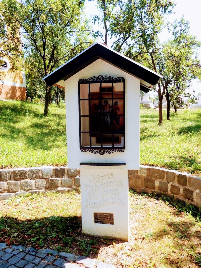Nézsa - Szent Anna kápolna és kálvária a temetőben