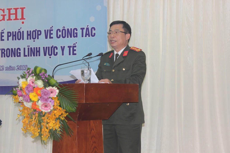 Đồng chí Đại tá Dương Đình Văn, Trưởng phòng An ninh chính trị nội bộ Công an tỉnh trình bày Báo cáo sơ kết 5 năm thực hiện Quy chế phối hợp số 1906