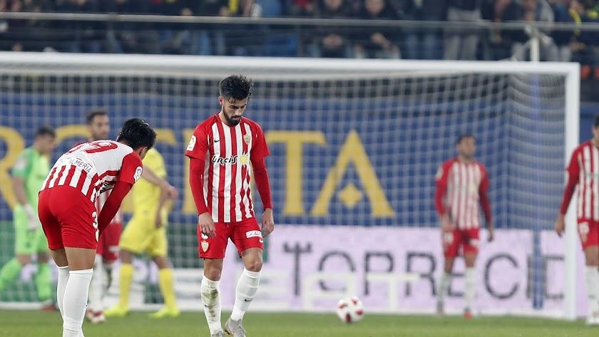 Cabizbajo Chema Núñez tras encajar otro gol.
