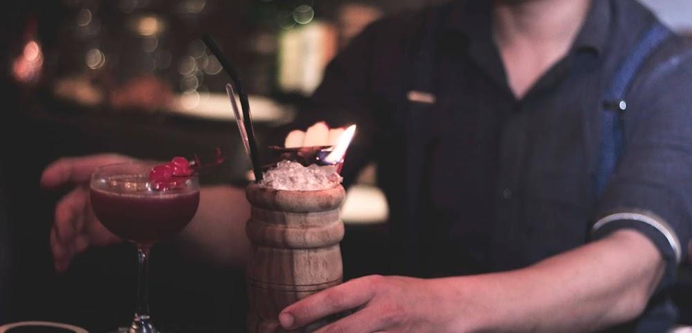 offbeat_first_date_ideas_delhi_ncr_Speakeasy_-_Cocktails__Dreams