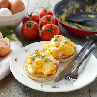 Skinny Scrambled Eggs Benedict with Low-Fat Hollandaise Sauce (and CIRCULON giveaway!).