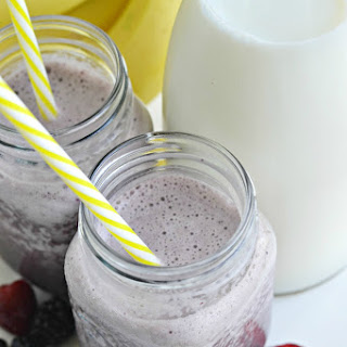 Easy Banana Berry Spinach Smoothie