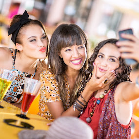 Happy Girls 9055 by Keith Darmanin - People Group/Corporate ( girls, self, photo, shot, photography, kitzklikz, venere, portrait, love, selfie, kitz klikz, malta, happy, keith darmanin, group,  )