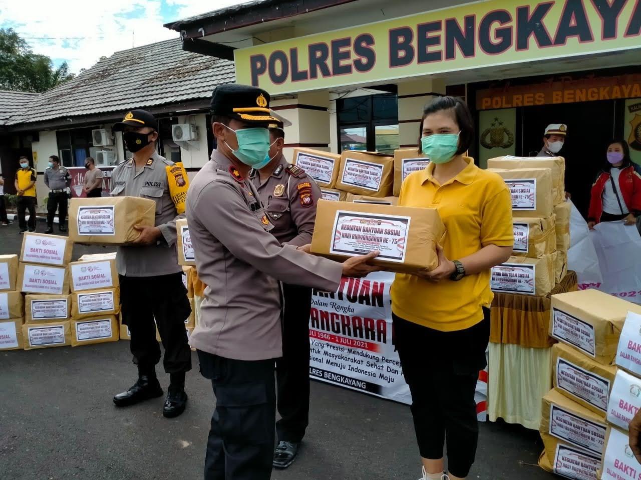 Ratusan Paket Sembako Di Bagikan Polres Bengkayang Dalam Rangka Memperingati Hari Bhayangakara