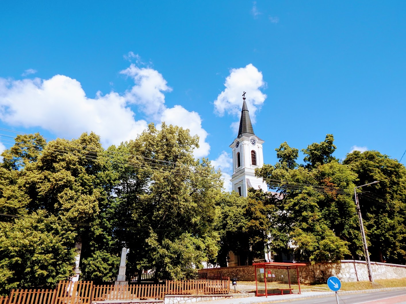 Pusztavám - I. világháborús emlékmű a templom melletti parkban
